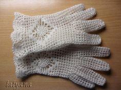 Adorables gants en dentelle , pour une soirée ou un mariage , avec un pas à pas en images , trouvé une page facebook & ici & , accompagné de ses grilles gratuites .             Je souhaite un agréable crochet à toutes celles qui voudraient réaliser ces...