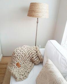 JOETJZ PLAID XXL KNIT. Holland handmade.plaids with huge (joetjz) knitting needles and pure merinowool. Www.joetjz.nl
