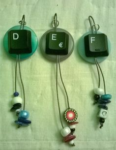 Portachiavi con bottone e lettera