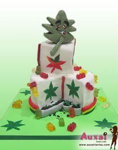 Tarta decorada con hoja de marihuana