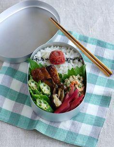 R journal: Kabayaki-glazed sardine bento/鰯の蒲焼弁当
