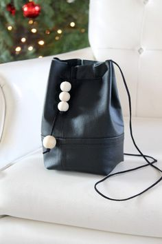 DIY: bucket bag from an old leather jacket
