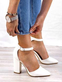 cc3c9416993 ... 🌟 Amari white pumps! 🌟 Υπέροχη λευκή γόβα με μπαρέτα από το Fashion  Room!! ❣ Απόκτησέ την μόνο με 34.00€!! ❣ Για π.