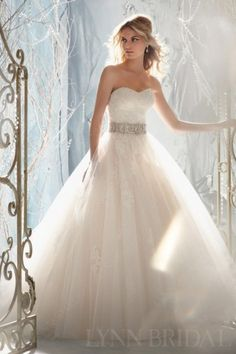 Gorgeous Princess Sweetheart Tulle Lace Wedding Dress with Detachable Jacket. FRONT