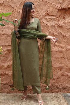 Silk Kurti Designs, Simple Kurta Designs, Kurta Designs Women, Kurti Designs Party Wear, Stylish Dress Designs, Designs For Dresses, Stylish Dresses, Salwar Designs, Party Wear Indian Dresses