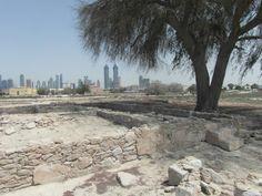 Ten zuiden van Jumeirah Beach en het Hilton Beach Hotel vind je de Jumeirah Archeological Site. Op deze archeologische vindplaats zijn er vele vondsten gedaan die in Dubai Museum te zien zijn.