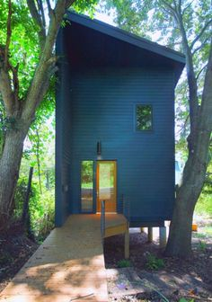 This 950 sq. small house was designed for a family by Rusafova Markulis Architects. It's called The Blue House and was created specifically for their clients needs. Since the home is insp… Bungalows, Energy Efficient Homes, Architect Design, Little Houses, Tiny Houses, Prefab, Black House, Exterior Design, Modern Exterior