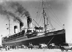 """""""Cap Arcona"""" (transatlantique de la ligne Hambourg-Amérique du Sud. Voyage inaugural le 22.11.1927. Coulé le 3.5.1945 par un bombardier anglais. Le """"Cap Arcona"""" dans le port de Santos.  Photo, 1927. akg-images -"""