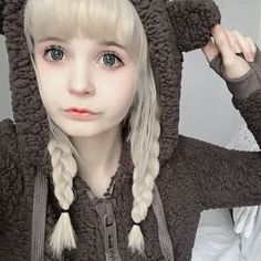"""Kitti] """"does anyone want to hand out. I'm bored and my daddy is at work"""" I pout """"I need some friends..."""""""