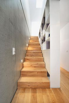 Die Gleichung Doppelhaus gleich spießig geht bei diesem Gebäude nicht auf: zwei Individualisten Wand an Wand.
