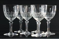 Baccarat, modèle Louis XVI, 8 verres à eau en cristal taillé vers 1900