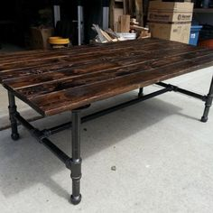 Charmant Rustic Coffee Table With Pipe Base
