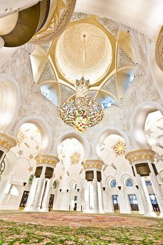 Sheikh Zayed Grand Mosque interior,  Abu Dhabi, UAE  [photo © Mikko Hyvärinen]