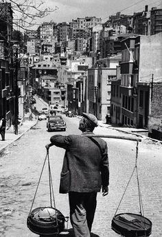 ✿ ❤ Bir Zamanlar İSTANBUL, (Cihangir, 1950ler) Yoğurtçu (street vendor - vendors selling yogurt) #istanbul #istanlook
