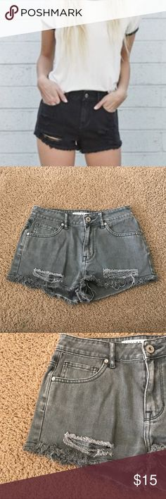 "Bullhead Fringe Cut Off  High Waisted Jean Shorts A gently used black wash pair of jean shorts by Bullhead in a size 5 and in the style ""High Rise Short"" with distressed and fringe detailing.   ✨ Ask me about free shipping!  Always ships within 2 business day  I do not trade Bullhead Shorts Jean Shorts"