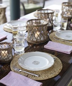 round, chunky place mats + hurricane glasses = coastal summer