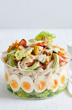 Seven-layer chicken Caesar salad - Salad Recipes Asparagus Recipe Stove, Chicken Asparagus, Food Centerpieces, Chicken Caesar Salad, Salad Dishes, Layer Chicken, Cooking Recipes, Healthy Recipes, Layer Salad