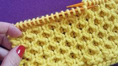 Knitting Stiches, Knitting Blogs, Baby Knitting Patterns, Knitting Designs, Crochet Patterns, Knitting Tutorials, Crochet Hooded Scarf, Diy Scarf, Crochet Slippers