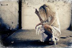 Θέλω τη μέρα που θα φύγεις απ' το πρωί να μου γελάς.