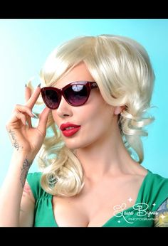 Pinup Couture Bombshell Sunglasses in Red Sparkle