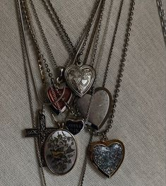 Grunge Jewelry, Funky Jewelry, Cute Jewelry, Jewelry Accessories, Piercings, Mode Emo, Accesorios Casual, Mode Outfits, Bling