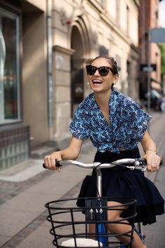 The Sartorialist - Part 13 Milan Fashion Weeks, New York Fashion, London Fashion, Style Fashion, Scott Schuman, Cycle Chic, Bike Style, Celebrity Style, Style Inspiration