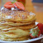 Nejjemnější jednoduché domácí rohlíky - Recepti Kiwi, Pancakes, Breakfast, Food, Meal, Pancake, Eten, Meals, Morning Breakfast