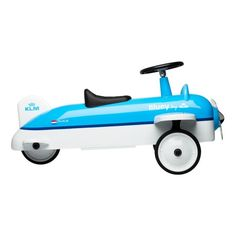 Discover the world with Bluey. This kids walking plane lets them become a real pilot! Your son or daughter can hop on and steer away with this Bluey plane on wheels. The high quality metal walking plane is fitted in KLM's color scheme and a real musthave #KLM #KLM Bluey walking plane