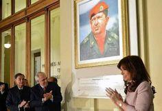 """PROFUNDIZANDO """"LA GRIETA"""": MACRI DESMANTELO EL SALON """"HUGO CHAVEZ"""" DE LA CASA PATRIA GRANDE   Ordenaron retirar todas las imágenes que se encontraban en el recinto  El Gobierno ordenó desmantelar el Salón Hugo Chávez Frías que existía en la Casa Patria Grande Dr. Néstor Carlos Kirchner de Buenos Aires. La medida la toman a pocos días de cumplirse un aniversario más del nacimiento del exmandatario y abarca el retiro de todas las imágenes y cuadros del recinto.  El espacio en homenaje al…"""