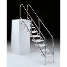 Escalera acceso discapacitados de cinco peldaños - Mister Agua