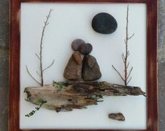 Pebble Art / Rock Art Couple sitting on a bench von CrawfordBunch