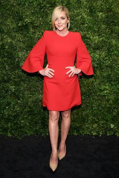 Jane Krakowski wore an above-the-knee bright red frock with wide-length sleeves and pointed shoulders to the night's event. Jane Krakowski, Red Frock, Girl Celebrities, Bell Sleeve Dress, Celebrity Look, Red Carpet Fashion, Dress Outfits, Dress Clothes, Frocks
