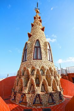 Rooftop feature of Palau Güell, Barcelona, Spain, designed by Antoni Gaudi Unusual Buildings, Amazing Buildings, Amazing Architecture, Art And Architecture, Architecture Details, Modern Buildings, Barcelona Architecture, Barcelona City, Barcelona Catalonia