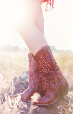 I'm still looking to get myself a pair of cowgirl boots to wear with sundresses!!