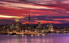 Auckland, cidade mais populosa da Nova Zelândia . Esqueceram Cingapura (país minúsculo controlado politicamente por um clã familiar, que tem estatais no transporte público e nas telecomunicações).....