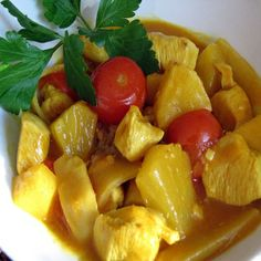 Pineapple brings delicious sweetness to spicy, creamy Thai Chicken Curry. Amp up the flavor of your favorite Thai chicken recipe or chicken curry recipe! Thai Pineapple Chicken Curry Recipe, Pineapple Curry, Thai Chicken Recipes, Asian Recipes, Thai Recipes, Easy Healthy Recipes, Healthy Cooking, Vegetarian Recipes, Cooking Tips