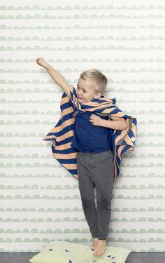 Tapeten Half Moon från ferm Living i butik och online hos Engelska Tapetmagasinet. | Tapeter | Barnrum | Grafiskt | Wallpaper | Green | Kids Room | Göteborg