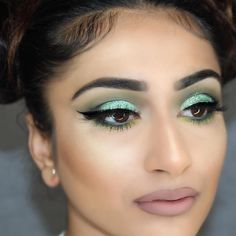 Another great glitter look from @zoyakhaliq this time using Green Stargazer Glitter.
