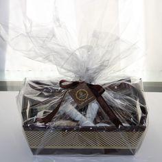 Está em dúvida no que dar de presente para um amigo, ou alguém especial? Que tal uma cesta onde você possa escolher os itens que irão dentro? :)    Criamos este produto por sugestão de uma de nossas clientes e adoramos a idéia.    Monte também a sua cesta com nossos produtos.    A cesta da foto(t...