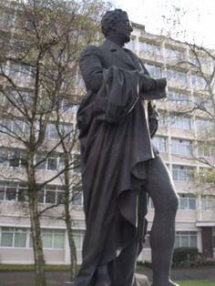 Statue of Robert Peel in Edgbaston, Birmingham by ell brown, via Flickr
