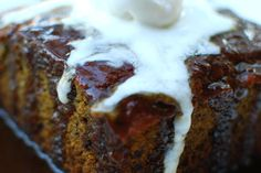 Check out this delicious recipe for Sticky Date Pudding from Weber—the world's number one authority in grilling. Pudding Desserts, Pudding Recipes, Dessert Recipes, Weber Q Recipes, Sticky Date Pudding, Weber Bbq, Good Food, Yummy Food, Camping Meals