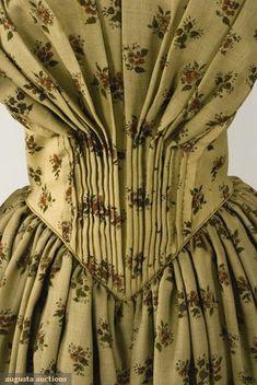 PRINTED FLORAL WOOL DRESS & PELERINE, 1848-1852 - bodice detail