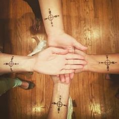 Shared directions | 29 Matching Tattoos To Get With Your Friend Group