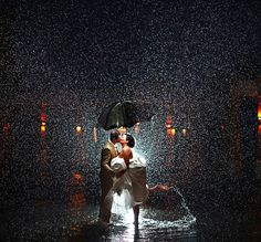 24 Couples Who Didn't Let Rain Ruin Their Wedding Day. I love this idea, but would hate getting wet.