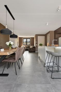 Grey Kitchen Floor, Kitchen Flooring, Victorian Home Decor, Victorian Homes, Home Living Room, Living Room Decor, Large Floor Tiles, Latest House Designs, House Tiles