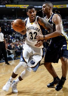 January 7, 2011 - Memphis Grizzlies O.J. Mayo drives to the basket defended by Utah Jazz Ronnie Price friday evening. (Nikki Boertman / The Commercial Appeal)