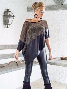 Camicia asimmetrica superiore con dettagli in pelle nera con