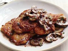 Chicken with Mushrooms, Red Wine and Roasted Garlic