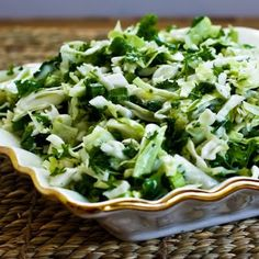 Recipe for Val's Sweet Cabbage Slaw with Green Onion and Parsley. This is the first salad I ever made that combined cabbage with parsley, and I loved it! I used granulated Stevia to keep it diet-friendly. [from Kalyn's Kitchen] Slaw Recipes, Onion Recipes, Healthy Salad Recipes, Detox Recipes, Yummy Recipes, Raw Cabbage, Cabbage Slaw, Quinoa, Feta