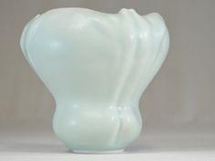 A vase with 3 backs. Porcelain, celadon by Xavier DUROSELLE @ www.atelierwa.paris